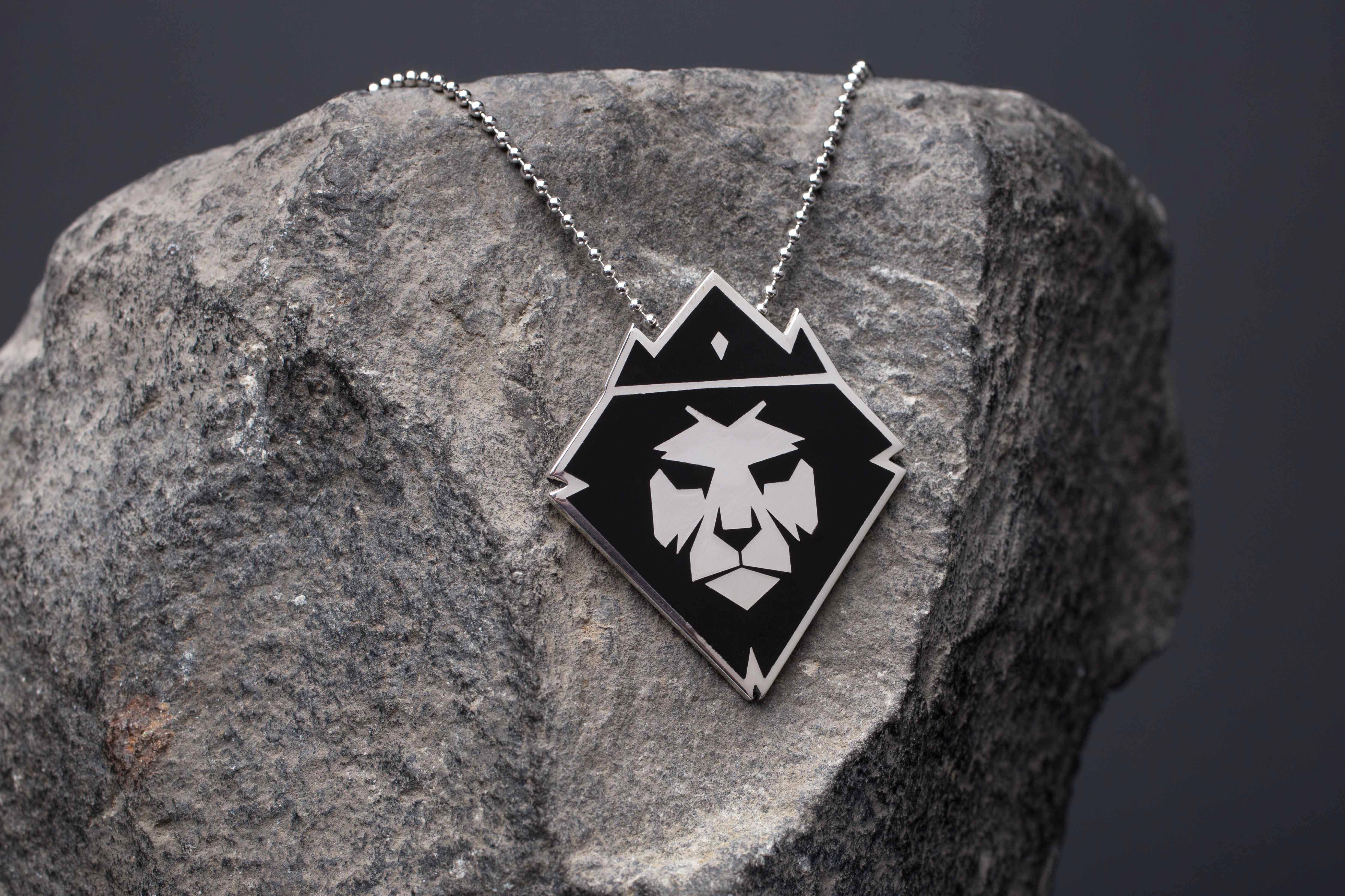 d0551d8c24 Ciondolo leone argento e smalto - Gioielli RisiviLab